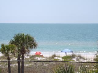 Fully Furnished 4BR/4Bath Indian Rocks Beach House - Indian Rocks Beach vacation rentals