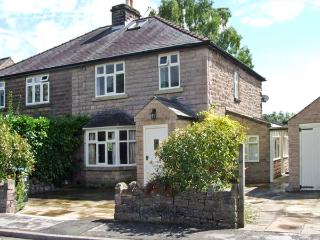 FAIRFIELD, open fire and woodburner, open plan living area, beautiful Peak District scenery, in Bakewell, Ref. 26656 - Derbyshire vacation rentals