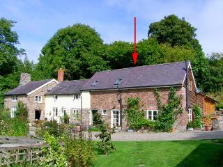 KING GROVE COTTAGE, semi-detached barn conversion, woodburner, shared front south-facing garden, in Clun, Ref 28737 - Shropshire vacation rentals
