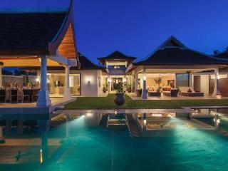 Beachfront Villa Wayu, ensuite bedrooms, gym, sauna room, media room and mineral infinity pool - Mae Nam vacation rentals