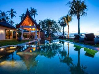 Elegant beachfront Villa Sila, maid and chef services and enchanting lotus pond - Mae Nam vacation rentals