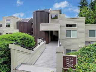 Comfortable & Contemporary Spacious Condo Home - Redmond vacation rentals