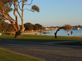 Mandurah Central Soldiers Cove Townhouse - Mandurah vacation rentals