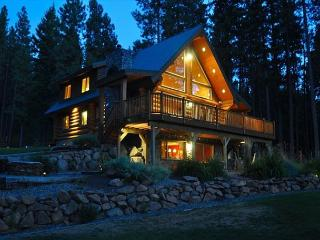 Book 2 Get 1 Night FREE! Picturesque Log Cabin on 5 Private Acres!  5BR|3BA! - Ronald vacation rentals
