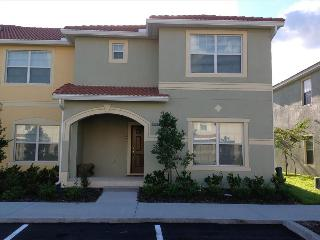 CASA LOURDES -SLEEPS 10 Award Winner Home - 5 Bed/4 bath -lakeview-private pool and lanai-7 miles to Walt Disney World- LUXURIOU - Kissimmee vacation rentals