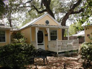 Blue Heron Cottage at the Pom House B&B - Granbury vacation rentals