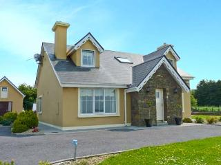 THE HOLIDAY HOUSE, pet-friendly, woodburners, large gardens in County Kerry, Ref. 26871 - Tralee vacation rentals