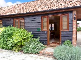 HORSESHOE, stable conversion, all ground floor, rural location, shared grounds containing large pond, near Little Glenham and Sa - Suffolk vacation rentals