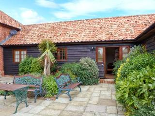 POPPY COTTAGE, stable conversion, single-storey, king-size bed, romantic retreat, near Little Glenham and Saxmundham, Ref 28484 - Suffolk vacation rentals