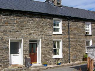 GLYNMOOR, close to coastal path, woodburner, enclosed garden, in Aberaeron, Ref. 28328 - Ceredigion vacation rentals