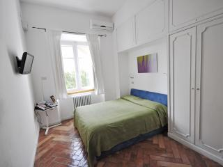 Studio Val, ideal for a creative or short stay - Naples vacation rentals