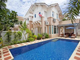 Pattaya - Jomtien Summertime Villa 4BED, Jomtien - Chonburi Province vacation rentals
