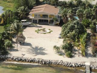 Direct Oceanfront Luxury Getaway w/ Pool & Dockage - Marathon vacation rentals