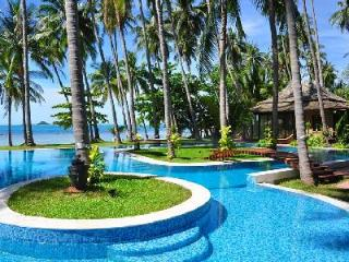 Idyllic Villa Kalyana offers beachside pool, snorkeling and onsite Thai chef - Surat Thani Province vacation rentals