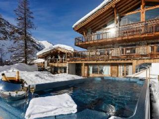 Sophisticated Chalet Le Chardon, ski in/out, fabulous sun terrace and hot tubs - Val-d'Isère vacation rentals