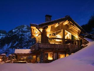 Chalet Kilimanjaro- exquisite Val d'Isere view,  Ski-in/Ski out- jacuzzi & staff - Val-d'Isère vacation rentals