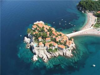Apartment for 4 persons, with swimming pool , near the beach in Sveti Stefan - Sveti Stefan vacation rentals