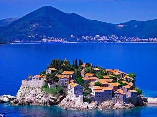 Apartment for 4 persons near the beach in Sveti Stefan - Sveti Stefan vacation rentals