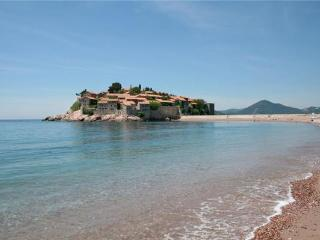 Apartment for 3 persons near the beach in Sveti Stefan - Sveti Stefan vacation rentals