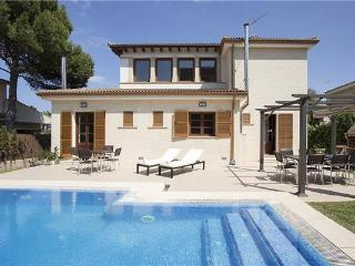 Luxury holiday house for 10 persons, with swimming pool , near the beach in Can Picafort - Majorca vacation rentals