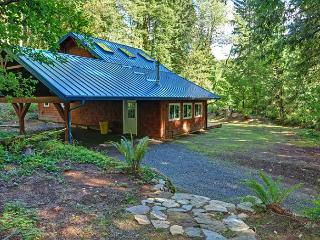 Firwood Cabin-Secluded, Quiet, Hot Tub, Dogs OK - Mount Hood vacation rentals
