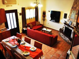 FANTASTIC VILLA  WITH  PRIVATE  POOL FREE INTERNET ACCESS,  NEAR THE SEA AND TOWN. - Rethymnon Prefecture vacation rentals