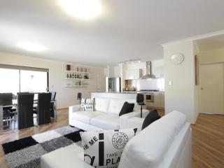Jarelle House (Air-conditioned & Free Wifi) - Western Australia vacation rentals