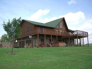 Lakeview Lodge ( With free community Covered Boat Slip, Hot Tub, Free wi-fi and Game Tables) Located in Rock Harbor - New Tazewell vacation rentals