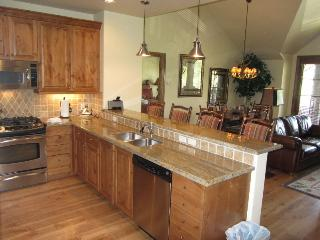 True Ski In/Ski Out Access/Sleeps 8 in beds - Beaver Creek vacation rentals
