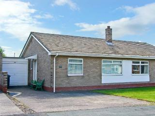 MEGSTONE, close to the beach, open plan, ground floor cottage in the centre of Beadnell, Ref. 17562 - Beadnell vacation rentals