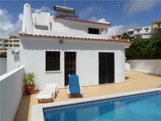 Holiday house for 6 persons, with swimming pool , near the beach in Olhos de Água - Albufeira vacation rentals