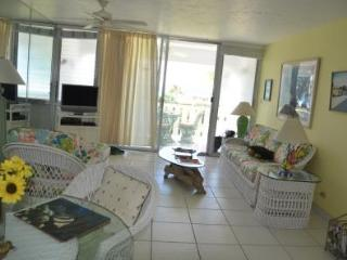 Bright & Cheery Décor - #44 Harbour Heights 7MB - Seven Mile Beach vacation rentals