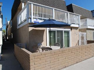 Cute 2 Bedroom Bungalow, Close to the Beach! (68338) - Newport Beach vacation rentals