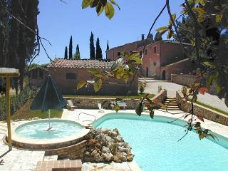 CASALE I POGGI GIALLI villa with pool and jacuzzi - Sinalunga vacation rentals