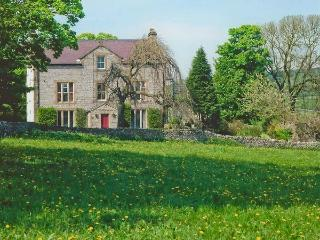 CASTLE CLIFFE large detached house, open fires, AGA, stunning views in Monsal Dale Ref 28452 - Monsal Dale vacation rentals