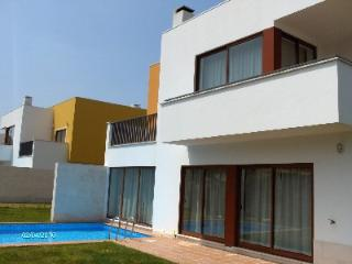 468563 - 3 bedroom villa - Swimming pool and garden  - Sleeps 8/10 - Bom Suceso Obidos - Leiria District vacation rentals