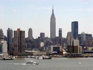 15 Min By Bus Great Views Of Nyc - West New York vacation rentals