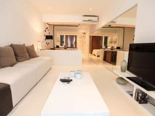 Luxurious Studio Apartment in post 6 of Copacabana #1150. - State of Rio de Janeiro vacation rentals