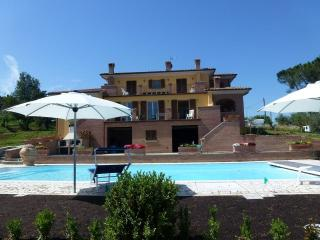 VILLA BACCUS nice appartment with pool lovely view - Marciano Della Chiana vacation rentals