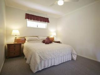 One bedroom Self Contained Cottage- Eco Accredited - Goomburra vacation rentals