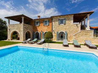 A beautifull four bedroom villa with private pool in central Istria - Sveti Petar u Sumi vacation rentals
