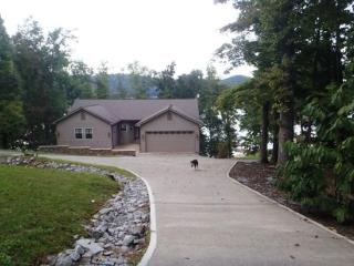 Bridgeview (Main Channel Lakefront with Private Dock) - Maynardville vacation rentals