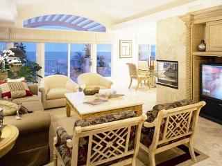 3 bdrm, Oceanfront property, comfort in the village area. - Laguna Beach vacation rentals