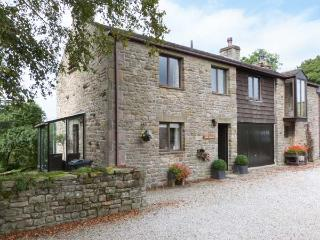 RIVER COTTAGE, woodburning stove, wonderful views in Bentham Ref 27222 - Bentham vacation rentals