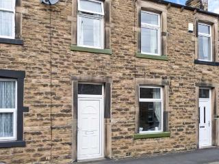 LEMONGRASS, stone-built cottage, pet-friendly, close to walks and cycle routes, on edge of Yorkshire Dales National Park, in Ski - Skipton vacation rentals