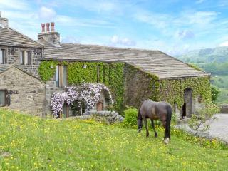 THE STABLE COTTAGE, 17th century barn conversion, off road parking, walks from door, stabling available, near Oakworth and Hawor - Haworth vacation rentals