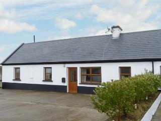 NO. 3 WHITE STRAND, traditional cottage, solid fuel stove, two minutes' walk to beach, near Doonbeg, Ref 29898 - County Clare vacation rentals