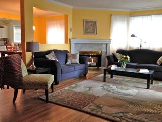 Large living room with corner gas fireplace and view to Georgia Straits - Steps to beach and boardwalk! Spacious, affordable 2 BR condo located in Parksville BC. on Vancouver Island - Parksville - rentals