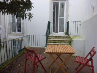 Sunny flat with a garden! - Lisbon vacation rentals