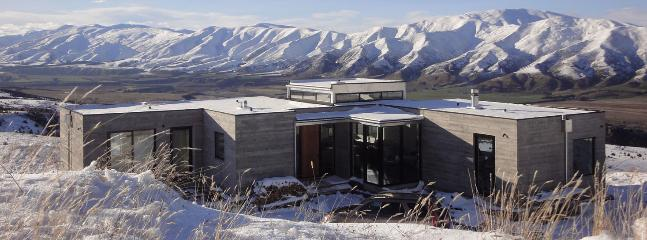 Looking over the house to the North East mid winter - Hill House Queensberry, Wanaka, Cromwell, Queenstown - Wanaka - rentals